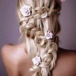 Acconciatura-romantica-da-sposa-2015-con-treccia-a-serpentina-e-fiori