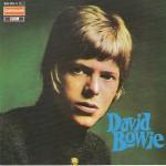 Esplora il significato del termine: 1971 - David Bowie con i capelli lunghi sulla copertina di Hunky Dory, il quarto album in studio dell'artista1971 - David Bowie con i capelli lunghi sulla copertina di Hunky Dory, il quarto album in studio dell'artista