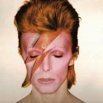 1973 - Bowie con il trucco di Aladdin Sane, opera di Pierre La Roche